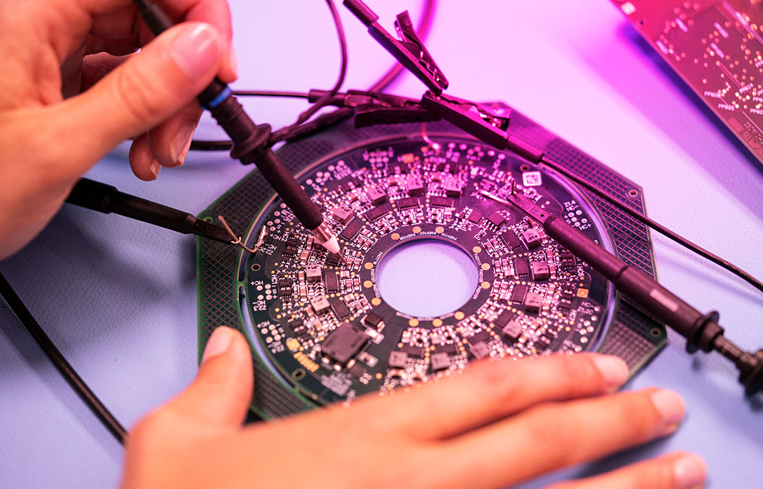 An employee of DIALUNOX who solders a circuit board